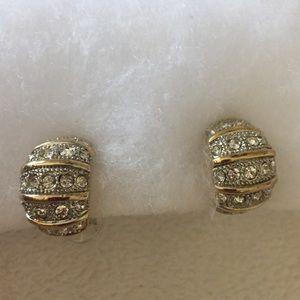 Jewelry - Earrings with a diamond like wrap look